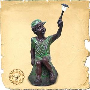 Парковая скульптура Мальчик с фонарем U07457