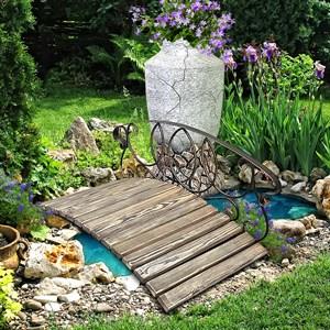 Мостик для сада в садовом центре