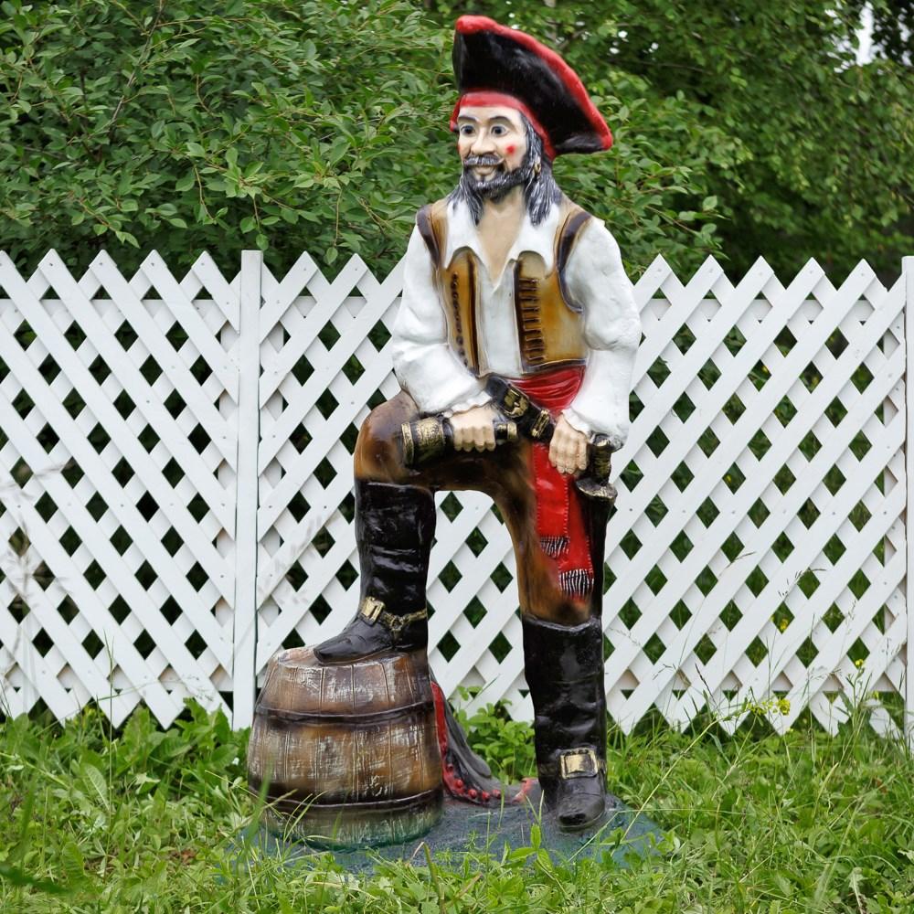 Большая садовая фигура Пират с бочкой