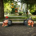 Садовая скамейка ёжики