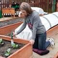 Подложка под колени в саду